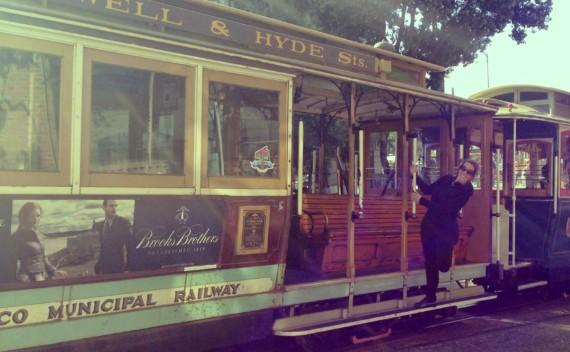 A experiência de andar no cable car (bondinho) de São Francisco