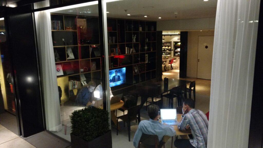 Um dos vários ambientes do lobby. Foto: Arquivo Pessoal