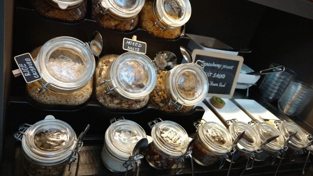 Muitas variedades de cereais, granolas e grãos !