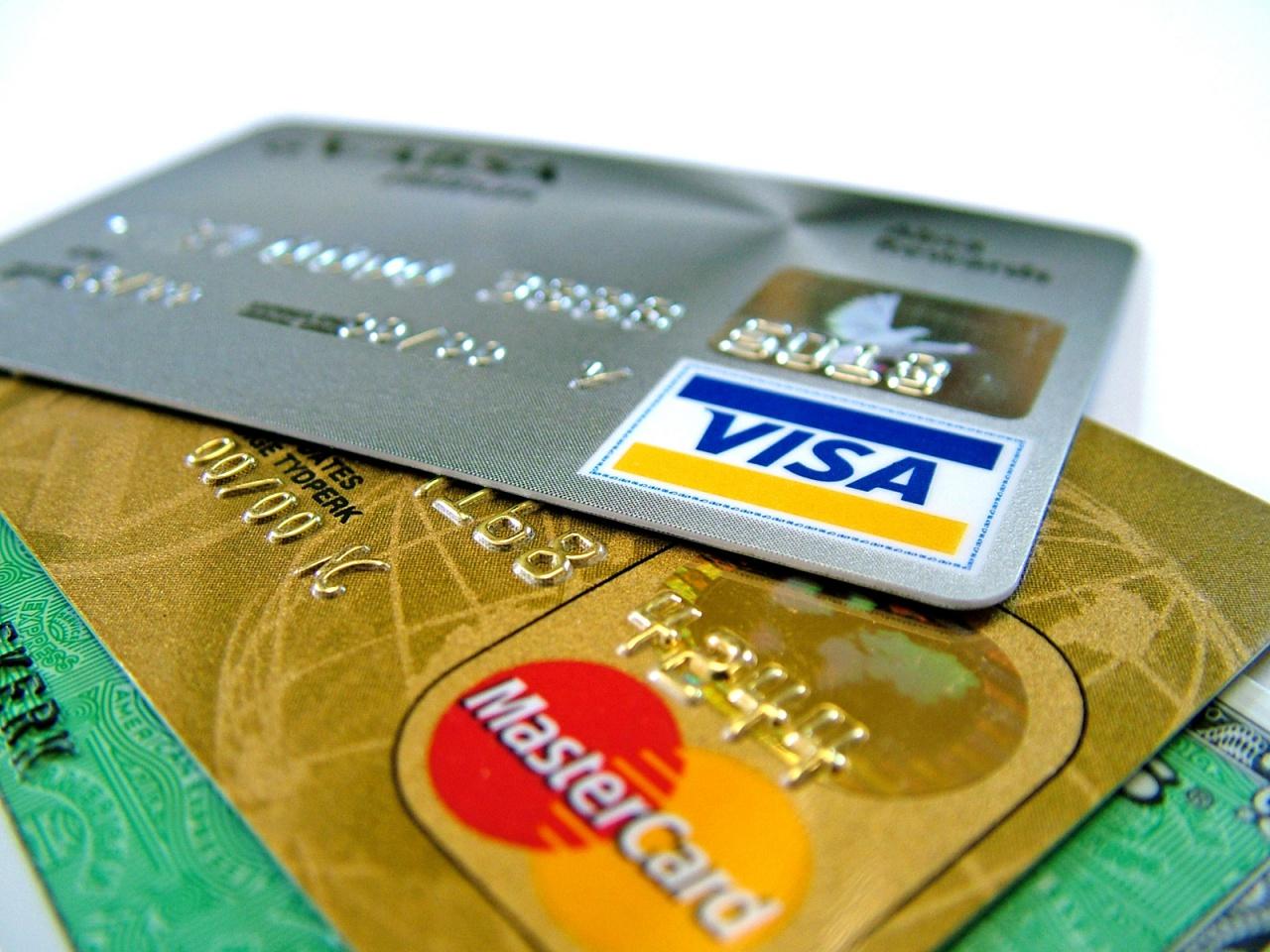 1425632488_v-moskovskom-metro-nachali-prinimat-k-oplate-bankovskie-karty