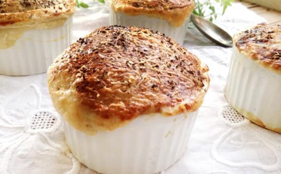 Sopa de berinjela com crosta de massa folhada