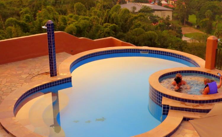Pousada Santa Fé de Penedo e sua deliciosa piscina com vista!