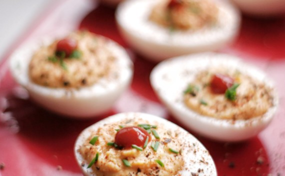 Ovos recheados e picantes para arrasar na próxima festinha!