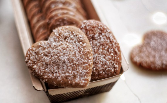 Como fazer biscoitos natalinos de tâmaras com canela