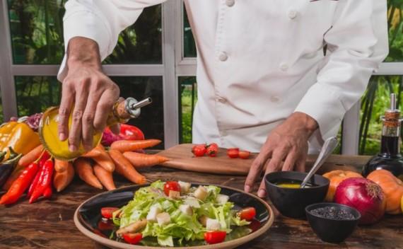 O que comer em um restaurante sem prejudicar a balança e a dieta?